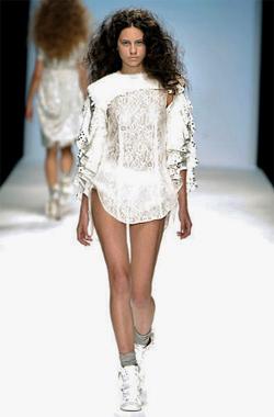 Bulgarian model opened a fashion show during London Fashion Week