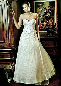 Lace returns triumphantly in bridal fashion