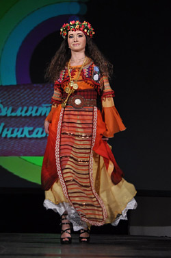 Roma Fashion - beauty and magic of gipsy culture