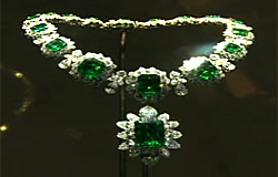 Bulgari with glamorous jewelry exhibition in Paris