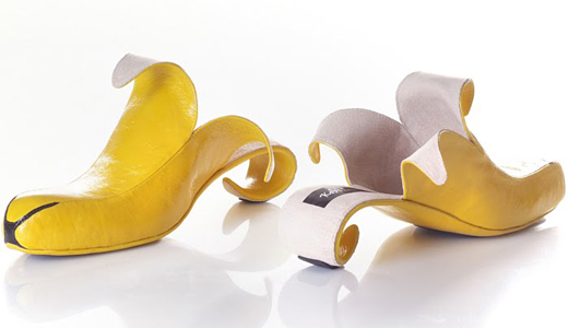Israeli designer made shoes, imitating the female body