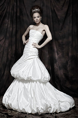 Sex appeal and femininity in the collections of Atelier Simon for 2011