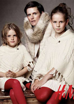 Модели позират със свои близки за H&M