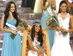 Gibraltar's Kaiane Aldorino was crowned as Miss World 2009