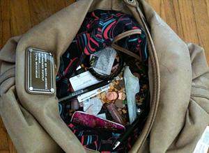 Чантата на жената разкрива каква е в леглото