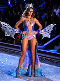 38 sexy models at Victoria's Secret show