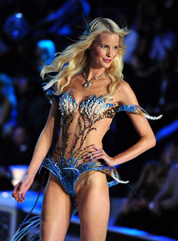 38 attractive models at Victoria's Secret show