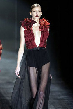 Milan Fashion Week started with the bright Fall-Winter 2011 collection of Gucci