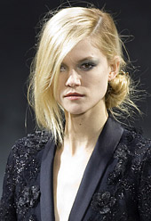 Hairstyles fashion trends 2011: Hair on one side for the summer