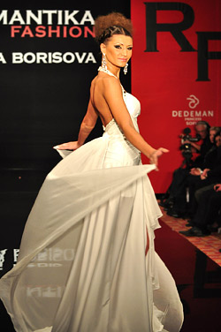 Top models presented the new collection of Romantika fashion