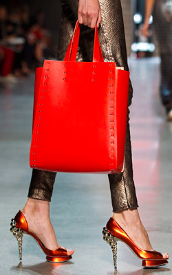 Oversize handbags are in fashion for Spring-Summer 2012