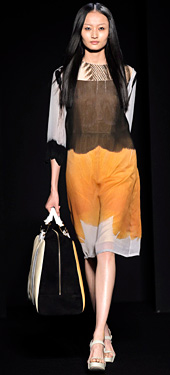 Oversized handbags are in fashion for Spring-Summer 2012