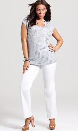 Белите дънки са задължителни в дамския гардероб