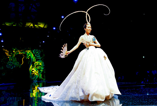Guo Pei presented lavish wedding dresses for wealthy Chinese Brides
